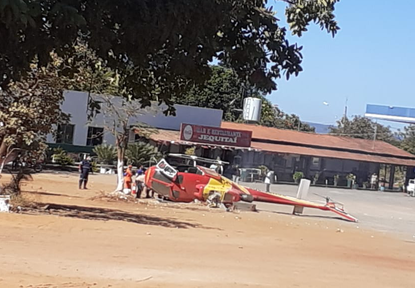 Helicóptero do Corpo de Bombeiros cai ao tentar pousar no Norte de Minas.